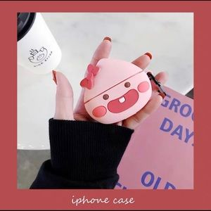 Smiley Peach AirPods Pro Case With Keychain